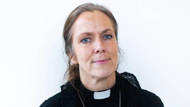 Prost i Hønefoss kirke Kristin Moen Saxegaard. Hun bruker mye tid sammen med familien som bor i kirkeasyl.
