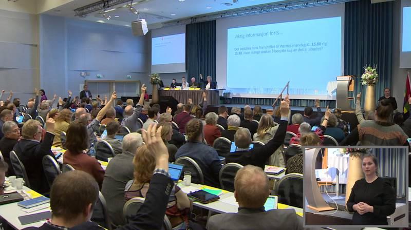 På Kirkemøtet var det mange som rakk opp hånda da det ble spurt hvem som ønsket transport til flyplassen etter møtets slutt.