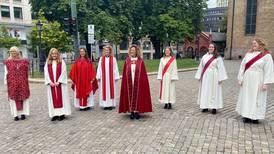 Støres ektefelle ble ordinert til prest i Oslo domkirke