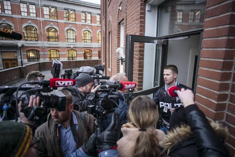 Mye presse møtte opp etter at politiet startet ransaking av lokalene til Oslo katolske bispedømme og boligen til biskop Bernt Eidsvig torsdag morgen.
