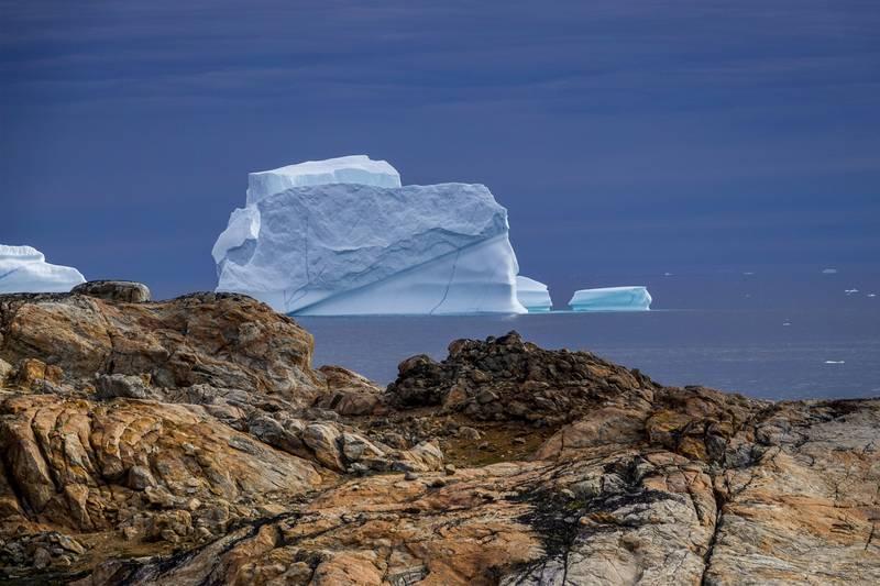 De siste dagene har det smeltet svært mye is på Grønland. Her ses et drivende isfjell i Sermilikfjorden på Øst-Grønland i 2018. Arkivfoto: Heiko Junge / NTB