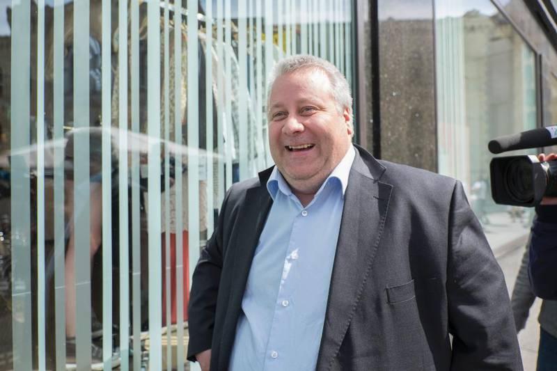 Bård Hoksrud ble Frps eldrepolitiske talsmann etter at gikk av som statssekretær for samferdsel. På landsmøtets åpningsdag serverte han skremmebilder av Aps eldreomsorg.