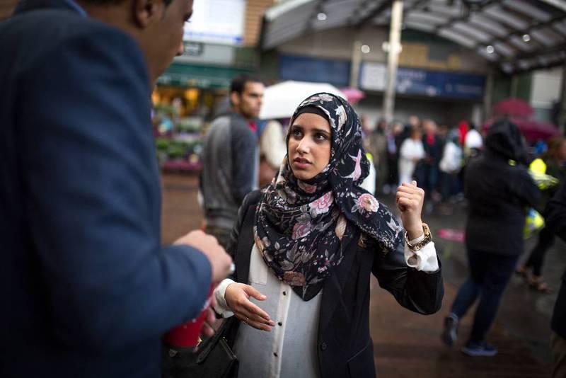 – Vi må ut i samfunnet og fortelle folk hva islam egentlig er, sier Faten Mahdi al-Hussaini. Hun var en av initiativtakerne bak demonstrasjonen som samlet 5000 mennesker i tog mot IS i Oslo mandag.