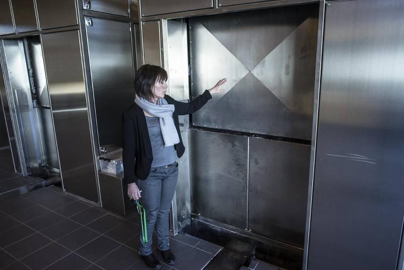 Anne-Margrethe Brøndelsbo er krematoriesjef på Alfaset krematorium. – Da vi bygget anlegget her i 2009, ønsket vi å koble oss på fjernvarmenettet, sier hun.