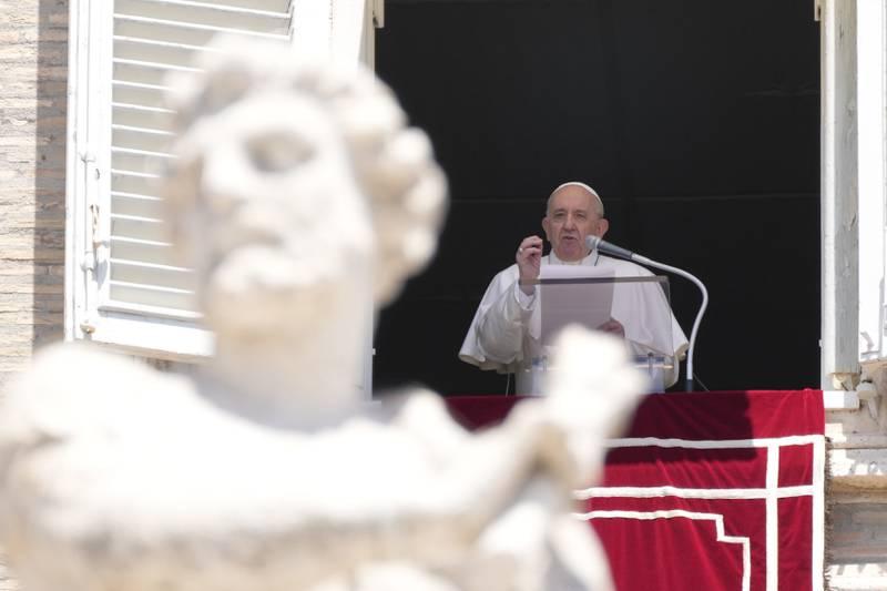 Pave Frans og Vatikanet har sparket flere polske biskoper den siste tiden. Årsaken er at de ikke har gjort noe for å stanse overgrep mot mindreårige. Foto: Gregorio Borgia / AP / NTB
