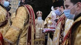Spedbarn døde etter barnedåp i rumensk-ortodoks kirke. – Skal ikke skje, sier professor