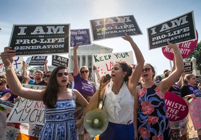 Abortmotstandarar demonstrerte utanfor USAs Høgsterett i juni då domstolen skulle avgjere om ein lov frå Texas var i strid med grunnlova eller ikkje.
