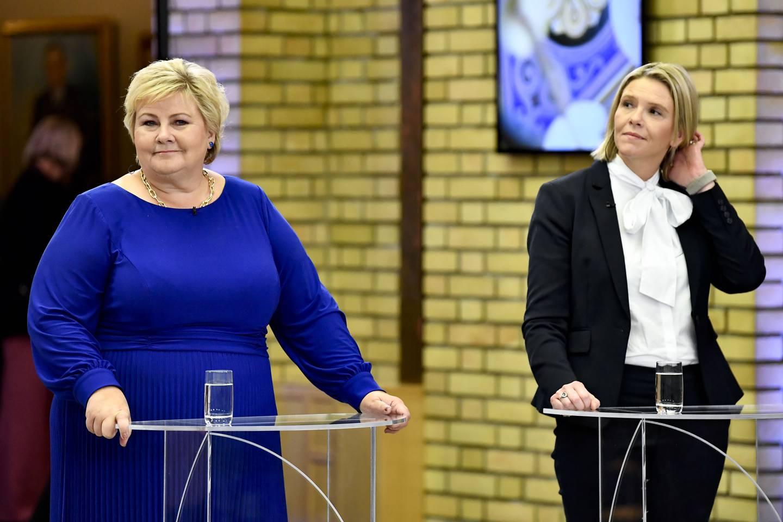 Statsminister og Høyre-leder Erna Solberg t.v. og Frp-leder Sylvi Listhaug under partilederdebatt i Stortingets vandrehall. Foto: Naina Helén Jåma / NTB