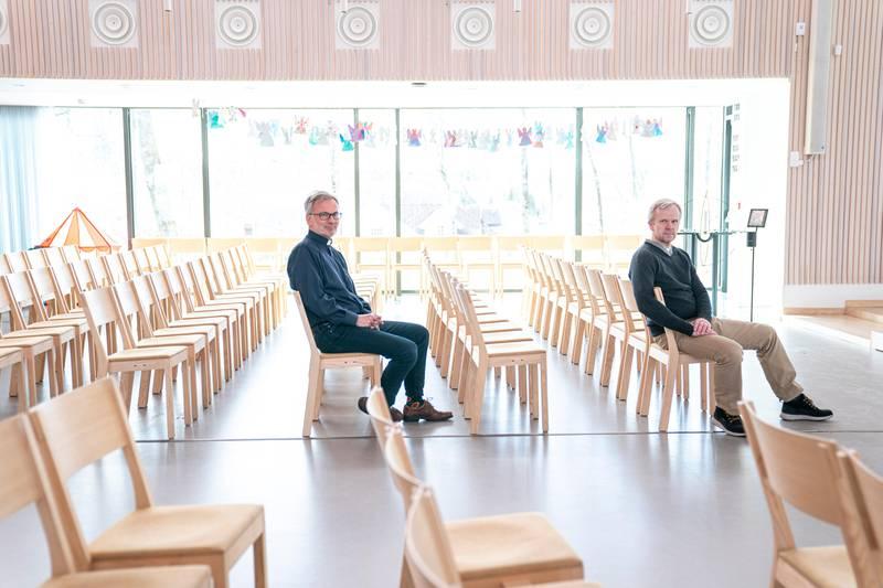Prost Gunnar Næsheim tilbyr gravferdsseremonier i regi av andre livssynssamfnn i Eiksmarka kirke. Morten Berge, daglig leder i Eidsmarka og Østerås menigheter