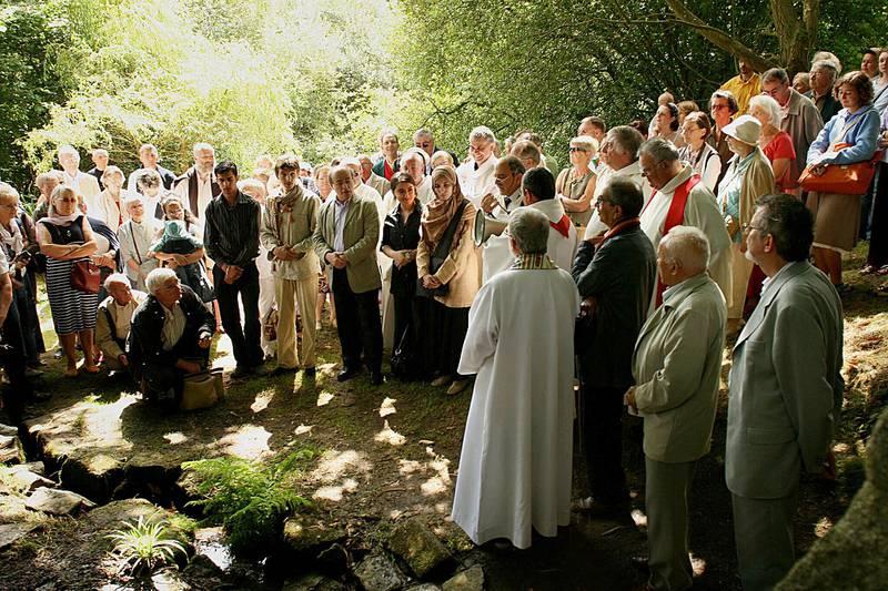 Pilegrimsstedet til minne om , ved landsbyen Vieux-Marché i Bretagne, har siden 1954 vært et felles pilegrimsmål for kristne og muslimer.