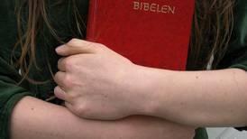 Troen på Gud er lavere blant yngre aldersgrupper, men de er mer positive til trossamfunn