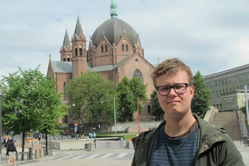 Unge Venstre ber moderpartiet sørge for en helomvending i støtten til Den norske kirke og andre trossamfunn. Leder Tord Hustveit mener egenfinansiering sikrer religionsfriheten.