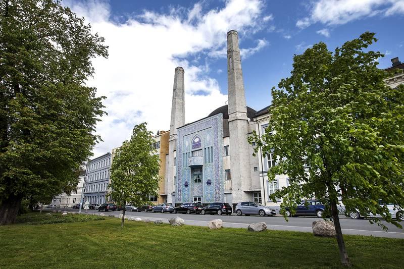 Det var Central Jamaat-e Ahl-e Sunnat-moskeen i Åkebergveien i Oslo som for snart 20 år siden kjempet for retten til å utøve bønnerop utad. Det fikk de gjennomslag for, men i dag ser styreleder, Khalid Hussain Syed, ingen grunn til å utøve bønnerop ut av moskeen.