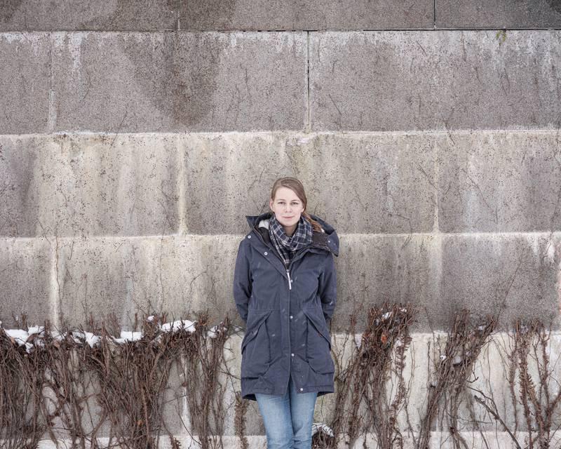 Karoline Brændjord Norsk poet, f. 1990. Debuterte med diktsamlingen Jeg vil våkne til verden høsten 2020.  Boken vant 4. mars den prestisjetunge Kritikerprisen og er nominert til Tarjei Vesaas debutantpris.