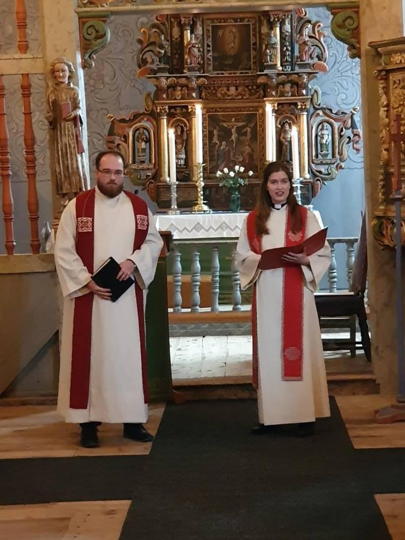 Tospann: Tvillingene Rasmus Rustad og Rosemarie Rustad Sakston er døpt sammen, konfirmert sammen og nå ordinert sammen.