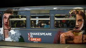 Hvis du ikke har lest grunnteksten, hvem vet om ikke det er Steve Bannons versjon av Shakespeare du blir servert?