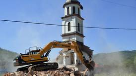 Ulovlig bygd serbisk kirke revet i Bosnia