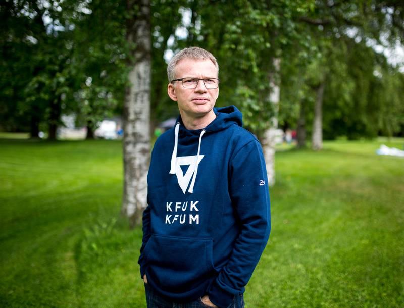 De av oss som uforbeholdent regner oss som en del av Den norske kirke, trenger å beherske kunsten å tale med to tunger, skriver Øystein Magelssen i KFUK-KFUM.