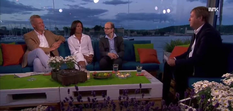 KOSEPRAT: Hans Jørgen Lysglimt Johansen i sofaen til NRK Sommeråpent.
