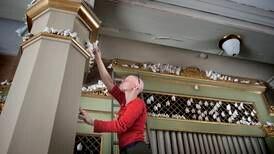 2000 fugler inntar Strømsø kirke