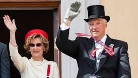 Snart 30 år siden Harald og Sonja ble Norges kongepar