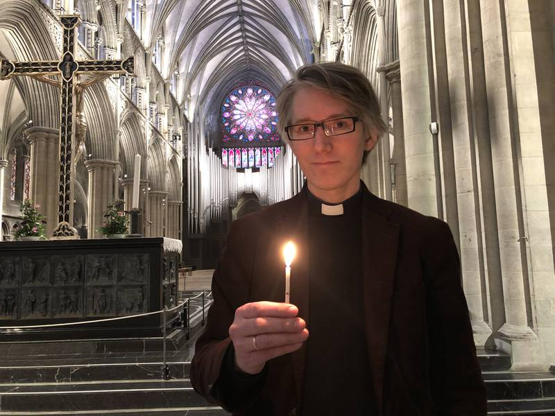 12. mars er det et år siden koronapandemien stengte landet ned. – Vi markerer dagen med at alle som ønsker kan tenne lys i Nidarosdomen, både fysisk og digitalt, sier sokneprest Andreas Grandy-Teig.