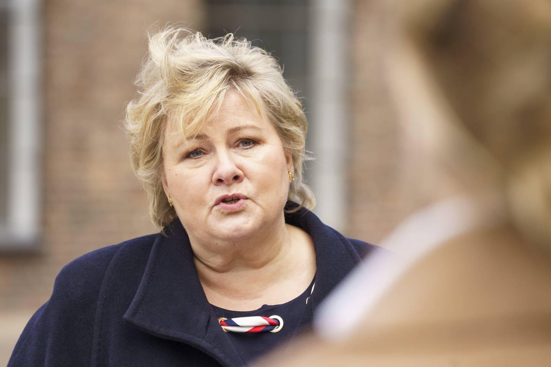 Oslo 20210413.  Statsminister Erna Solberg (H) etter en pressekonferanse om koronasituasjonen. Foto: Torstein Bøe / NTB