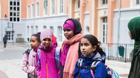 Elever vil ikke ta av seg hijaben