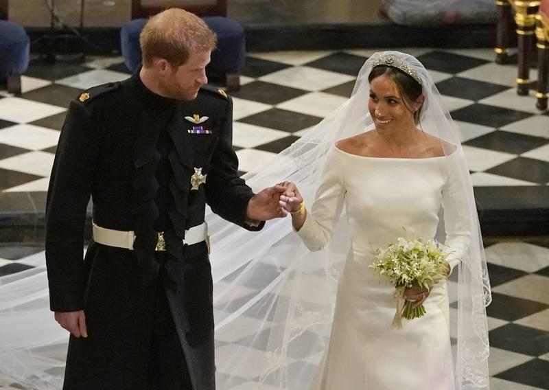 Vielse nummer to: Prins Harry og Meghan Markle er på vei ut av vielsen i St. George's Chapel i Windsor Castle 19. mai 2018. Paret forteller å at de egentlig giftet seg tre dager tidligere.