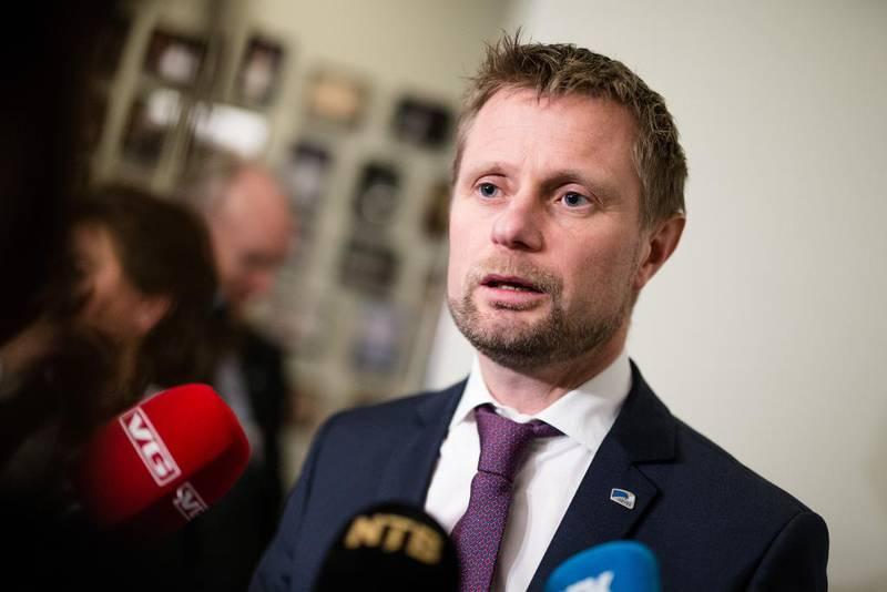 Helse- og omsorgsminister Bent Høie vil bruke kanaler til statsrådskolleger i andre nordiske land for å fraråde nye salgsformer for alkohol utenfor alkoholmonopolene.