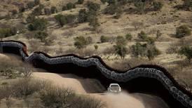 Sperrer flere grenser med murer