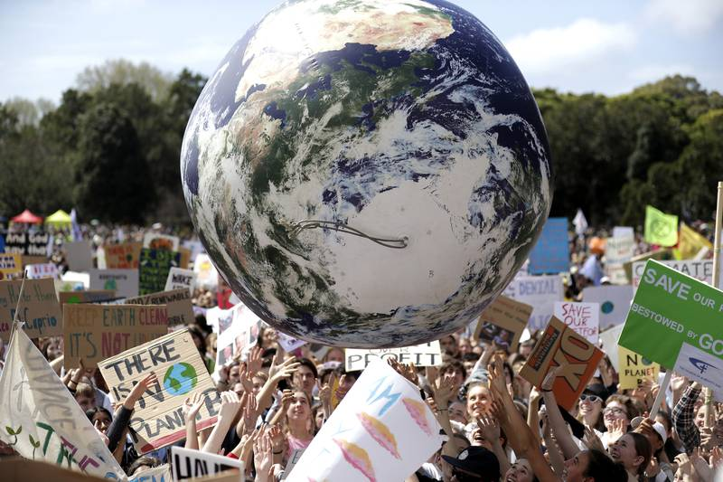 STUDIEVALG: Det er ikke nok å få en jobb å leve av. Man skal også ha noe å leve for. Stadig flere ønsker å utdanne seg til noe som gjør at de kan bidra til å løse klimautfordringene. Her er australske studenter med i klimastreiken i 2019.