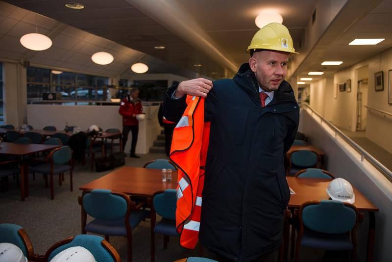 Olje- og energiminister Tord Lien,her under et besøk hos West Group på Ullandhaug i Stavanger, har i lang tid forberedt energimeldingen. I selve regjeringserklæringen ble det lovet at energiforsyning og klimautfordringer skulle sees i sammenheng.