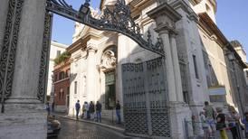 Vatikanet-domstol frikjenner tidligere altergutt for å ha forgrepet seg på yngre gutt