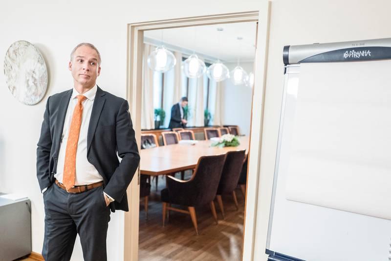 Forhandlingene mellom Høyre/Frp-regjeringen om en budsjettavtale med Venstre og KrF. Hans Olav Syversen.