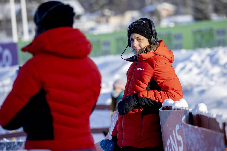 Beitostølen 20201121.  Astrid Uhrenholdt Jacobsen på jobb som reporter for NRK  på Beitostølen. Foto: Geir Olsen / NTB