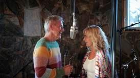 Anmeldelse: Popklassikere fra nyforlovede Rune Larsen og Anne Veddeng