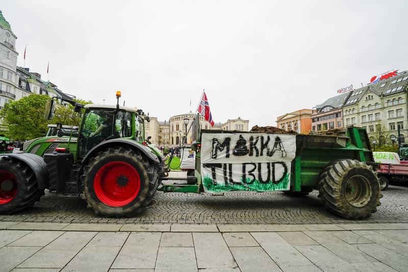 Oslo 20210511.  Traktorer fra hele landet har kjørt inn til Oslo sentrum der bondeorganisasjonene demonstrerer i forbindelse med årets jordbruksoppgjør.   Foto: Terje Pedersen / NTB