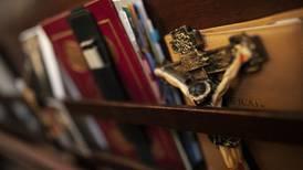 Dømt for besittelse av stjålne Jesusfigurer, krusifikser og parkeringstillatelse fra prest