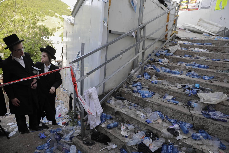 En rekke gjenstander ligger igjen etter tragedien natt til fredag. Foto: Sebastian Scheiner / AP / NTB