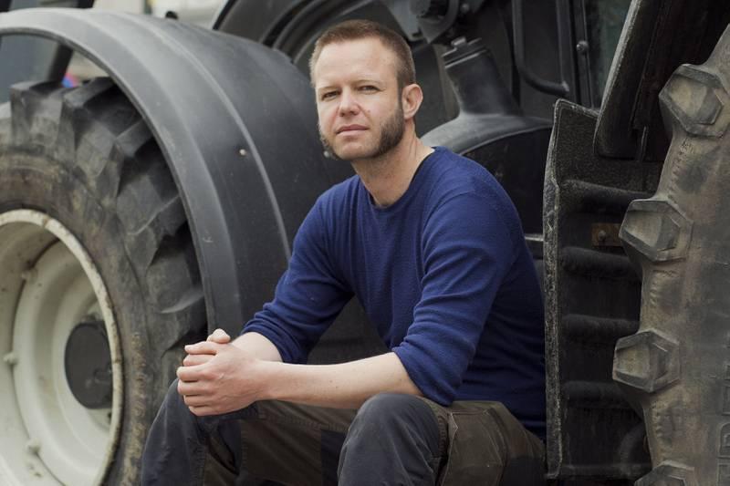 Jørind Kvaale Hansen ved egen traktor fremfor stortinget under bondedemonstrasjonen 11.05.21.