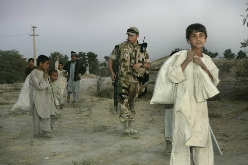 Over 9.000 nordmenn har tjenestegjort i Nato-styrken i Afghanistan, og ti norske soldater har mistet livet under tjeneste i landet. Dette bildet er fra Maimana i 2006. Foto: Heiko Junge / NTB.