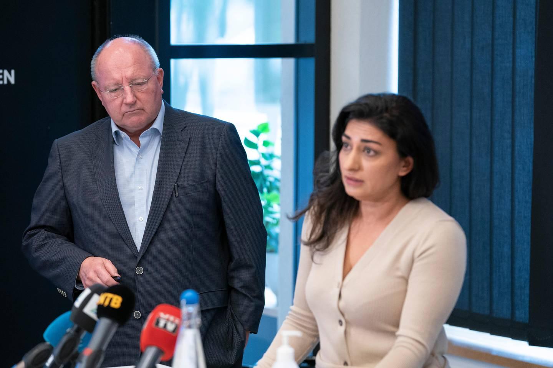 Rapporten som gransket økonomianklager mot Født fri blir nå dratt i tvil av organisasjonen, som mener de ikke er tilstrekkelig hørt.Født fris daglige leder Shabana Rehman stiftelsens advokat Harald F. Strandenæs.