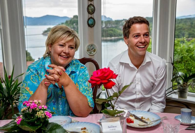 Foran valget i 2013 besøkte Høyre-leder Erna Solberg KrF-leder Knut Arild Hareide og hans foreldre i Bømlo i Hordaland.