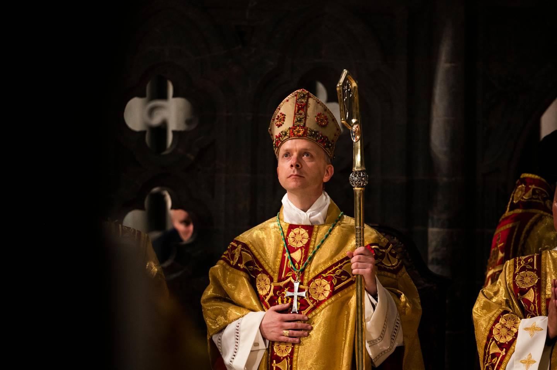 Erik Varden snakket om kirkens universelle utfordringer etter vigslingen. – Vi må ta evangeliet på alvor og bidra til et livgivende kristent fellesskap – her og nå, sa han til menigheten.