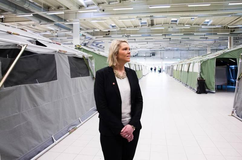 Innvandrings- og integreringsminister Sylvi Listhaug (Frp) vil ha færre på familiegjenforening til Norge. Her er hun på ankomstsenteret for asylsøkere i Råde i Østfold.