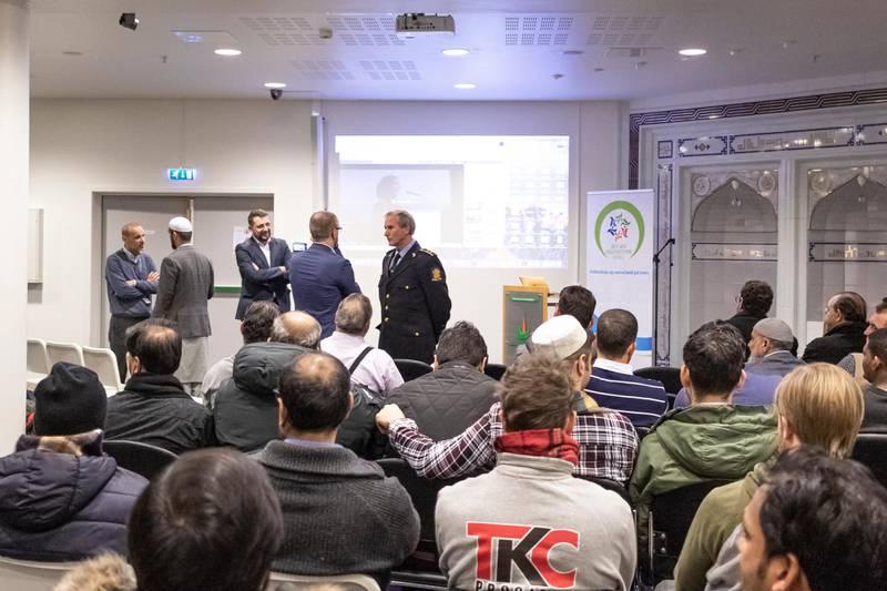 Åpent møte i Islamic Cultural Centre (ICC), angående koranbrenning. Roy Cato Einarsen, politioverbetjent og mangfoldskontakt