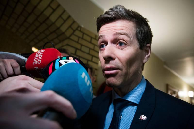 Nå viser det seg at Knut Arild Hareide fikk telefoner fra Høyre-folk også.