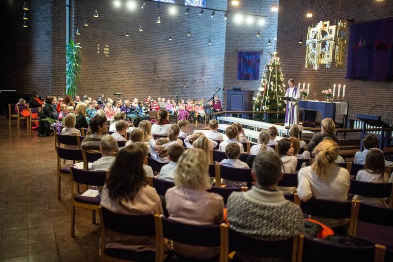 Fra en skolegudstjeneste i Østenstad kirke.