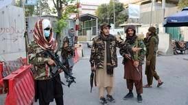 Brenner kristne bøker i frykt for Taliban